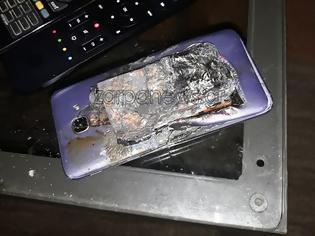 Φωτογραφία για Ολοκαίνουργιο μοντέλο κινητού έσκασε στην τσέπη μαθητή! (pics)