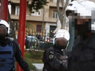 """Φωτογραφία για Ένστολοι """"πιάστηκαν στα χέρια"""" σε κεντρικό δρόμο των Χανίων"""
