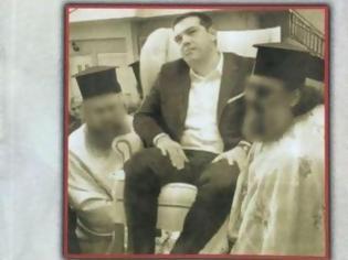 Φωτογραφία για Ο ορισμός του μίσους: Στο εξώφυλλο βιβλίου του Αμβρόσιου περιφέρουν τον Τσίπρα σαν τον νεκρό μητροπολίτη!