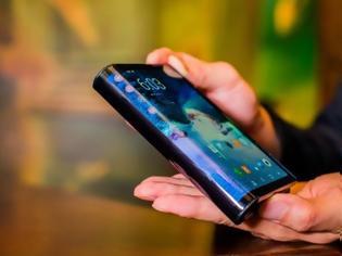 Φωτογραφία για Το Verge: Το πρώτο πτυσσόμενο τηλέφωνο στον κόσμο είναι γοητευτικά τρομερό