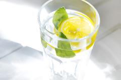 Τι κερδίζετε αν ξεκινάτε την ημέρα σας πίνοντας νερό με λεμόνι