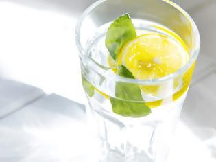 Φωτογραφία για Τι κερδίζετε αν ξεκινάτε την ημέρα σας πίνοντας νερό με λεμόνι