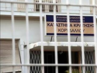 Φωτογραφία για Διαψεύδει το υπουργείο Δικαιοσύνης τον ξυλοδαρμό του παιδοκτόνου της Κέρκυρας