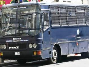 Φωτογραφία για Επίθεση σε αστυνομικούς στην ΑΣΟΕΕ - Ένας τραυματίας