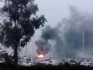 Φωτογραφία για Πάτρα: Φωτιά σε δύο ιστιοφόρα στο παλιό λιμάνι (ΒΙΝΤΕΟ)