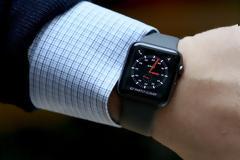 Η Apple θέλει να δώσει δωρεάν το Apple Watch σε ηλικιωμένους