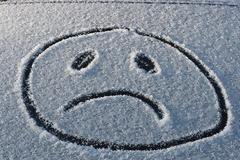 Εποχική κατάθλιψη: Με ποια συμπτώματα εκδηλώνεται; Πώς θα την αντιμετωπίσετε;