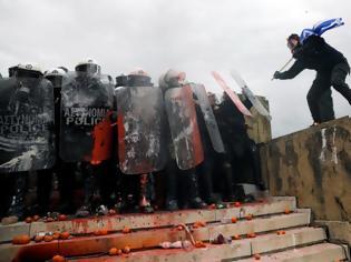 Φωτογραφία για Μαξίμου: Ακραίοι και χρυσαυγίτες έκαναν τα επεισόδια στο Συλλαλητήριο για την Μακεδονία