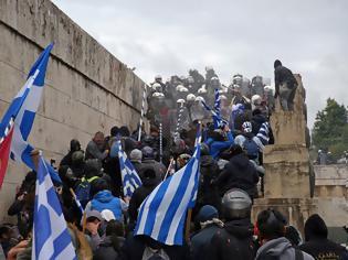 Φωτογραφία για Καταγγέλλουν στοχευμένη επίθεση φασιστών σε φωτορεπόρτερ