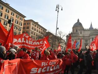 Φωτογραφία για Χιλιάδες Ιταλοί στους δρόμους κατά της κυβέρνησης Κόντε