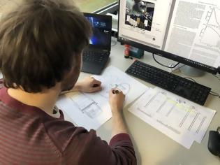 Φωτογραφία για Έλληνας φοιτητής σχεδιάζει κατοικίες στη Σελήνη (video)