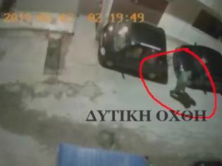 Φωτογραφία για Του έκαψαν το αυτοκίνητο, γιατί τοποθέτησε σπίτι του κεραία κινητής τηλεφωνίας