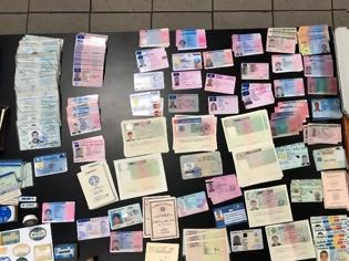 Φωτογραφία για Εξαρθρώθηκε συμμορία αλλοδαπών που πλαστογραφούσε διαβατήρια στο κέντρο της Αθήνας