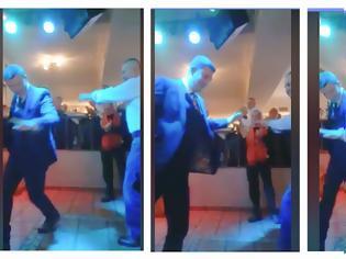 Φωτογραφία για Ο ΠΟΛΙΤΙΣΜΟΣ ΕΝΩΝΕΙ: ΔΕΙΤΕ το ζεϊμπέκικο που Χόρεψαν μαζί ο ΣΤΑΪΚΟΣ και ο ΤΡΙΑΝΤΑΦΥΛΛΑΚΗΣ στο χορό του Συλλόγου Αστακιωτών | ΒΙΝΤΕΟ