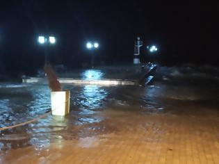 Φωτογραφία για Η θάλασσα βγήκε στη στεριά χθες βράδυ στη ΒΟΝΙΤΣΑ | ΒΙΝΤΕΟ