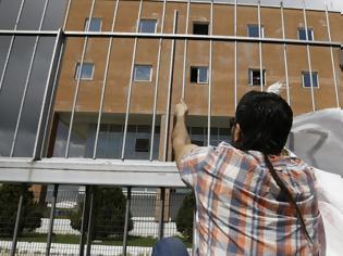 Φωτογραφία για Εκθεση - κόλαφος για τις συνθήκες κράτησης μεταναστών στην Ελλάδα