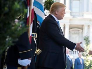 Φωτογραφία για Τραμπ συγχαίρει Τσίπρα για τις Πρέσπες
