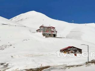Φωτογραφία για Εντυπωσιακές εικόνες από το χιόνι στο Βελούχι: Έφτασε τα έξι μέτρα!