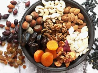 Φωτογραφία για Ποιες είναι οι πέντε τροφές που δεν πρέπει να λείπουν από το καθημερινό μας διαιτολόγιο;