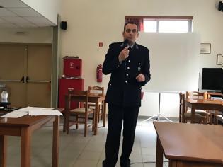 Φωτογραφία για Ο Υποδιοικητής του Α.Τ. Ξυλοκάστρου ενημέρωσε τους ηλικιωμένους για τα περιστατικά εξαπάτησης
