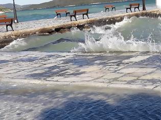 Φωτογραφία για ΒΟΝΙΤΣΑ: Η θάλασσα βγήκε στο παραλιακό δρόμο... | ΦΩΤΟ: Στέλλα Λιάπη