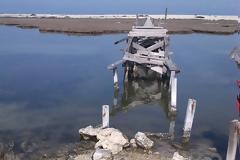 Η ξύλινη Πεζογέφυρα στην ΠΕΡΑΤΙΑ παραμένει ακόμα κατεστραμμένη | ΦΩΤΟ