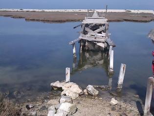 Φωτογραφία για Η ξύλινη Πεζογέφυρα στην ΠΕΡΑΤΙΑ παραμένει ακόμα κατεστραμμένη | ΦΩΤΟ