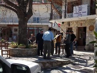 Φωτογραφία για Πάλι κάμερες στο Κολοκοτρωνίτσι: Η Ελληνική αστυνομία γυρίζει σποτ στην Καρυά Αργολίδας