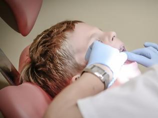 Φωτογραφία για ΕΟΠΥΥ: Δωρεάν οδοντίατρος για 900.000 μαθητές Δημοτικού