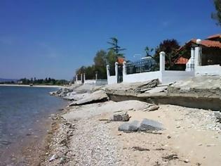 Φωτογραφία για Στα 30 από 50 μέτρα η ζώνη παραλίας - Τι αλλάζει στις διατάξεις για τον αιγιαλό και την παραλία με το νέο ν/σχ του υπ. Οικονομικών