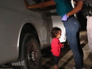 Φωτογραφία για «Φωτογραφία της χρονιάς» η μικρή Γιανέλα που κλαίει στα αμερικανικά σύνορα