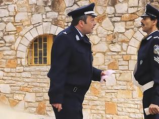 Φωτογραφία για Όταν ο αυτοεξευτελισμός της Αστυνομίας δεν έχει όρια!!! Σταματήστε το προσβλητικό σποτ!!! - του Νικολάου Μπλάνη