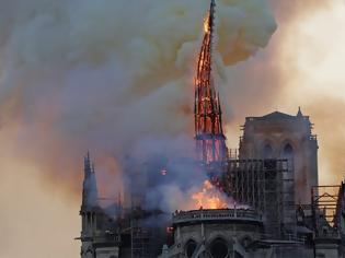 Φωτογραφία για Παναγία των Παρισίων: 850 χρόνια ιστορίας έγιναν στάχτη σε 8,5 ώρες