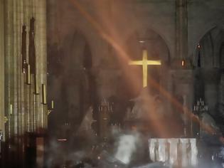Φωτογραφία για Παναγία των Παρισίων: Οι πρώτες φωτογραφίες από το εσωτερικό του ναού