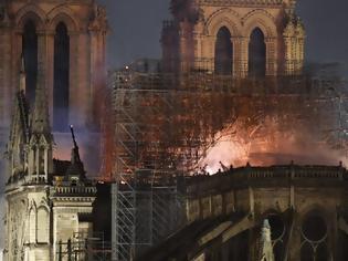 Φωτογραφία για Οργιάζουν οι θεωρίες συνωμοσίας για την Παναγία των Παρισίων: Κίτρινα γιλέκα, Ιησουίτες και 11η Σεπτεμβρίου
