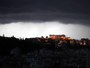 Φωτογραφία για Κεραυνός έπεσε στην Ακρόπολη - 4 τραυματίες