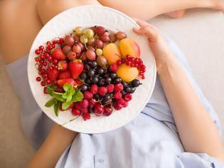Φωτογραφία για Είναι καλό να τρώμε φρούτα το βράδυ όταν κάνουμε δίαιτα ή μήπως έτσι τη σαμποτάρουμε;