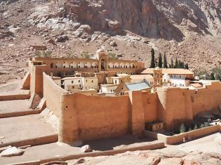 Φωτογραφία για Αίγυπτος: Έλληνες επιστήμονες ψηφιοποιούν αρχαία έγγραφα σε μονή του Σινά