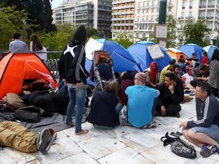 Φωτογραφία για Αρνούνται να φύγουν οι μετανάστες που κατασκήνωσαν στο Σύνταγμα