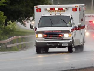 Φωτογραφία για Ασθενής με καρδιοπάθεια επανήλθε όταν το ασθενοφόρο που τον μετέφερε στο νοσοκομείο έπεσε σε λακκούβα