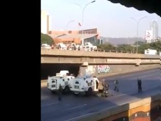 Φωτογραφία για Δύο Bιντεο από Βενεζουέλα: Αξιωματικος δέχεται σφαιρα...