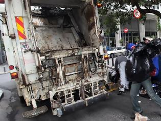 Φωτογραφία για Εργατικό ατύχημα στη Θεσσαλονίκη - Καθαρίστρια έπεσε από απορριμματοφόρο