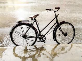 Φωτογραφία για Βρέχει και θέλετε να κάνετε ποδήλατο; Δείτε τη λύση (Φωτογραφίες)