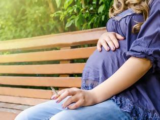 Φωτογραφία για Ούτε στην εγκυμοσύνη κόβουν το κάπνισμα οι Ελληνίδες!