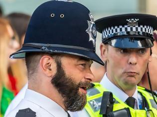 Φωτογραφία για Σε όλον τον κόσμο επιτρέπεται το μούσι στους ένστολους αστυνομικούς, γιατί όχι και στην Ελλάδα - του Ηλία Βρέντα