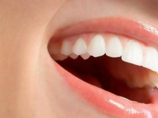 Φωτογραφία για Ποιες τροφές χαρίζουν λευκά δόντια