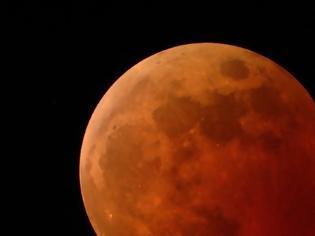 Φωτογραφία για Η Σελήνη «μαζεύει» σαν σταφίδα και ακόμα έχει σεισμούς