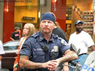 Φωτογραφία για Ο Φωτεινός Παγιαύλας περιγράφει τί ισχύει για το μούσι, τα τατουάζ και τα σκουλαρίκια στις αστυνομίες του κόσμου