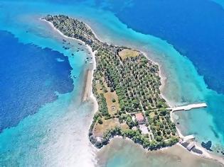 Φωτογραφία για Το ελληνικό νησί με σχήμα κιθάρας που ερωτεύτηκαν οι Μπιτλς