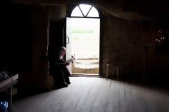 Κάθετι που σε αποσπά και χωρίζει από την προσευχή, να την αφήνεις έξω από την πόρτα της εκκλησίας